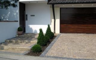 Gartengestaltung Garageneinfahrt aus Kalkstein