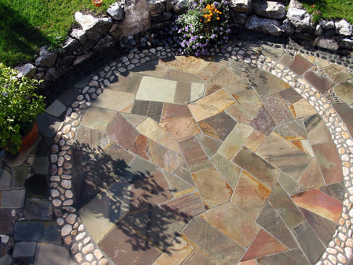 Gartengestaltung mit Natursteinbelag