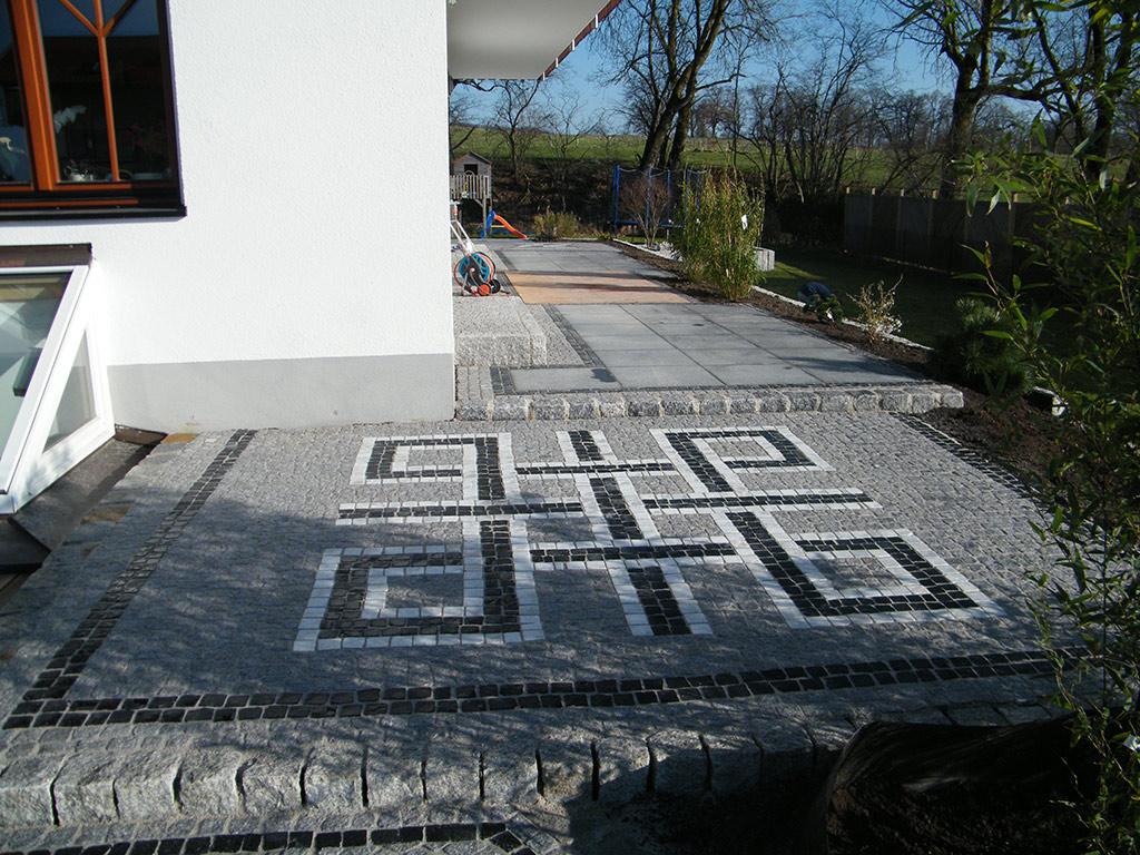 Gartengestaltung Terrasse und Mauer aus Naturstein